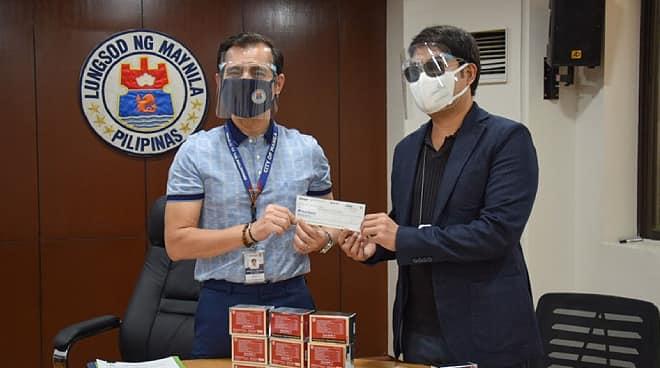 Isko Moreno, personal na nag-abot ng donasyon sa nasunog na simbahan ng Pandacan