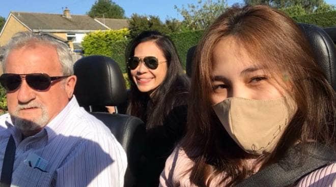 Janella Salvador and mom Jenine Desiderio go around London